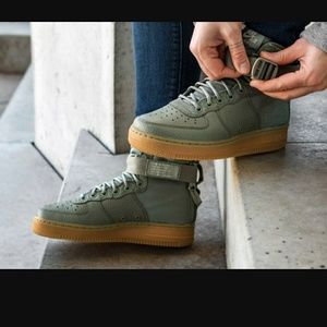 New Nike Air Force 1 Mid Sneakers